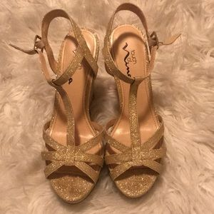 Gorgeous Gold sparkly wedges!